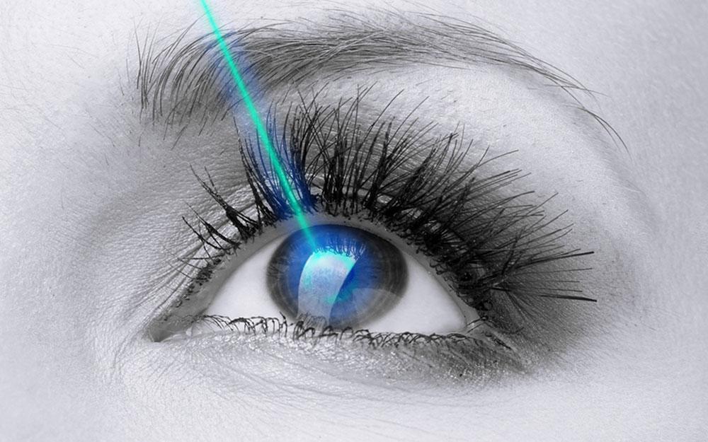 >Oculistica: chirurgia refrattiva mediante tecnica laser innovativa